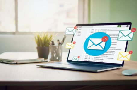 Which Email Newsletter Service Should You Use For Your Blog?